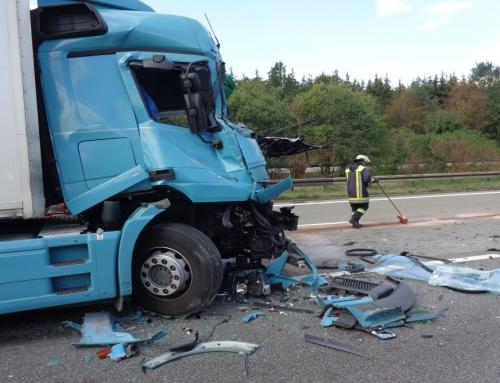 Verkehrsunfall zwischen zwei LKW auf der A99