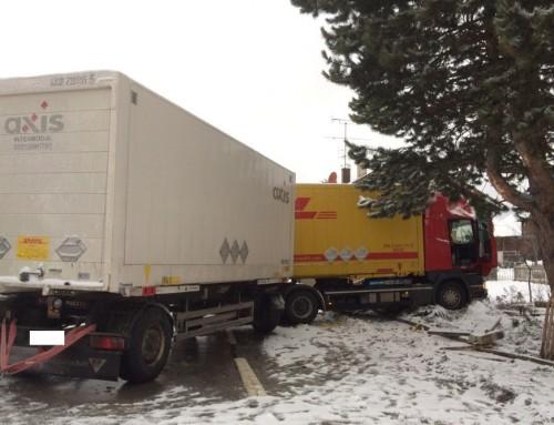 Verkehrsunfall mit LKW auf der B471