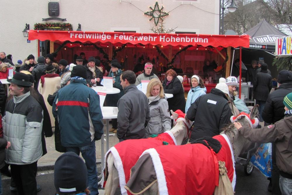 Immer gut besucht: Der Stand der Hohenbrunner Feuerwehr auf dem Christkindlmarkt
