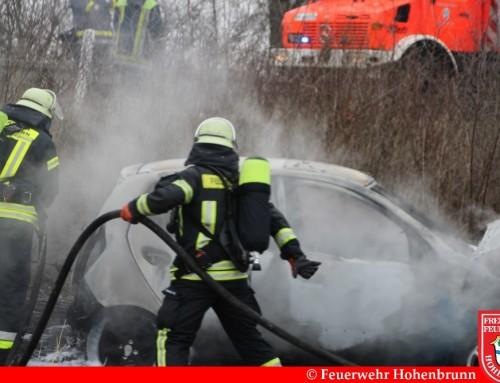 Verkehrsunfall mit brennendem PKW auf der B471