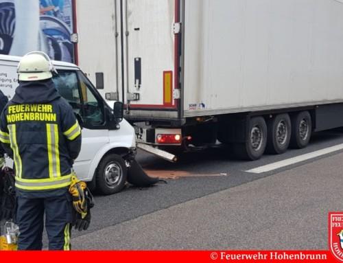 Auffahrunfall zwischen Transporter und LKW auf der A99
