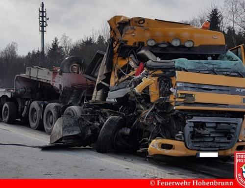 Verkehrsunfall zwischen drei LKW auf der A99
