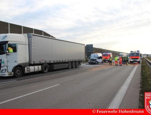 Tödlicher Verkehrsunfall zwischen Transporter und LKW auf A99