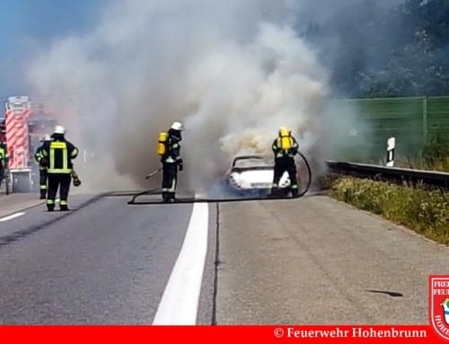 Gluthitze auf der Autobahn: Sportwagen brennt auf der A99 aus