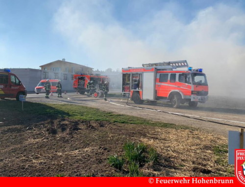Strohballen in Brand geraten